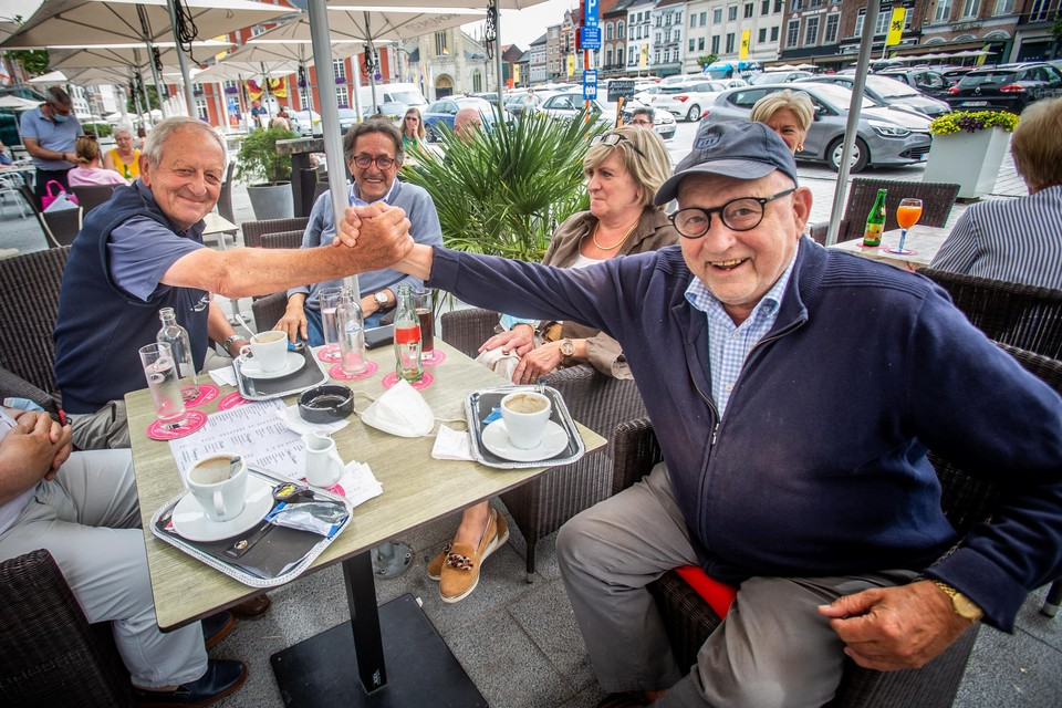 In het gezelschap van Marcel Mathijs (77) en Jacques Schoofs (77) ontstaat meteen een stevige discussie wanneer we het onderwerp aansnijden. Achteraf schudden de vrienden gelukkig lachend de hand.