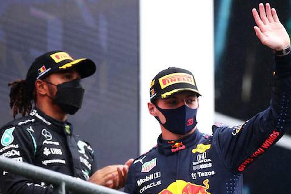 Lewis Hamilton en Max Verstappen op het podium van de GP van België