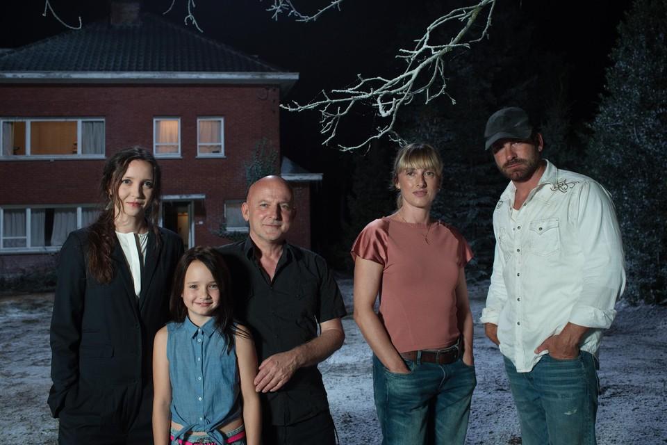 Dominique Deruddere (midden) en de cast van zijn nieuwe film . Van links naar rechts: Taeke Nicolaï, Renée Vanderjeugd, Ruth Becquart en Kevin Janssens.