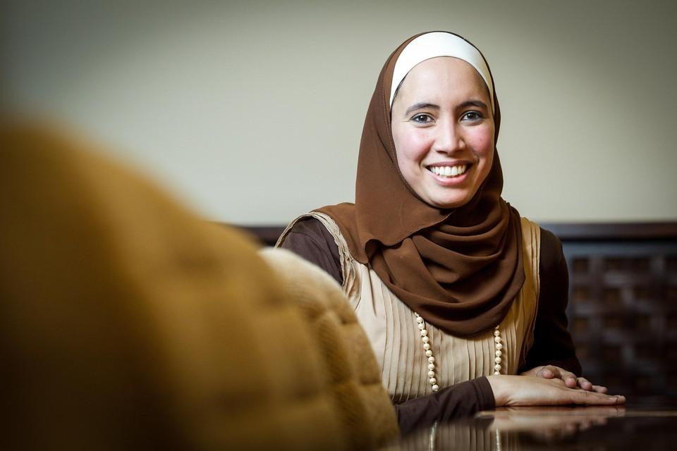 """Staatssecretaris Sarah Schlitz bleef in de Kamer achter haar keuze voor Ihsane Haouach (foto) staan: """"Ze beschikt over alle vereiste competenties."""""""