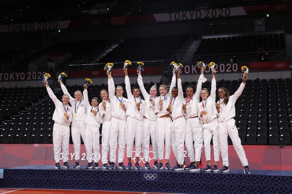 De Verenigde Staten pakten op de valreep nog goud in het volleybal en het basket.