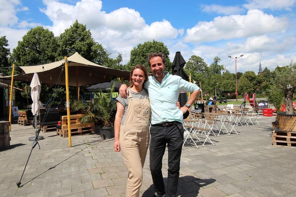 Laurence Sneyers en Philippe Van der Linden sluiten zondag hun zomerbar.