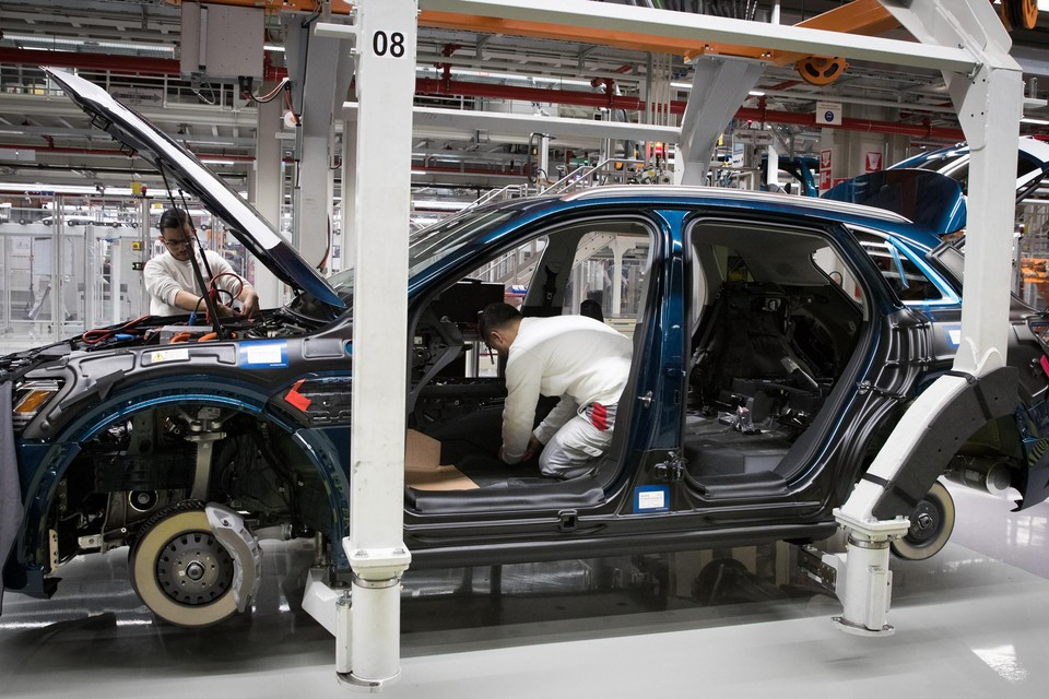 Onder meer bij Audi wordt de band even stilgelegd.