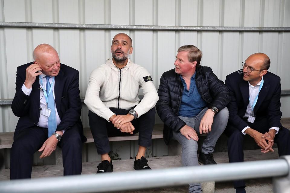 Voorzitter Paul Naudts in betere tijden naast Pep Guardiola, Herwig De Bruyne en toernooileider Jeroen Verhille.