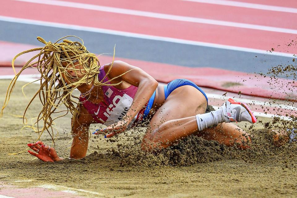 Tara Davis werd zesde in het verspringen, maar volgende professor aerodynamica Bert Blocken had ze zonder haar lange vlechten met gemak het podium kunnen halen.