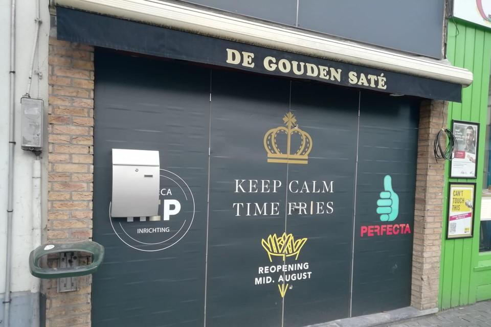 Frituur De Gouden Saté krijgt een nieuwe gevel.