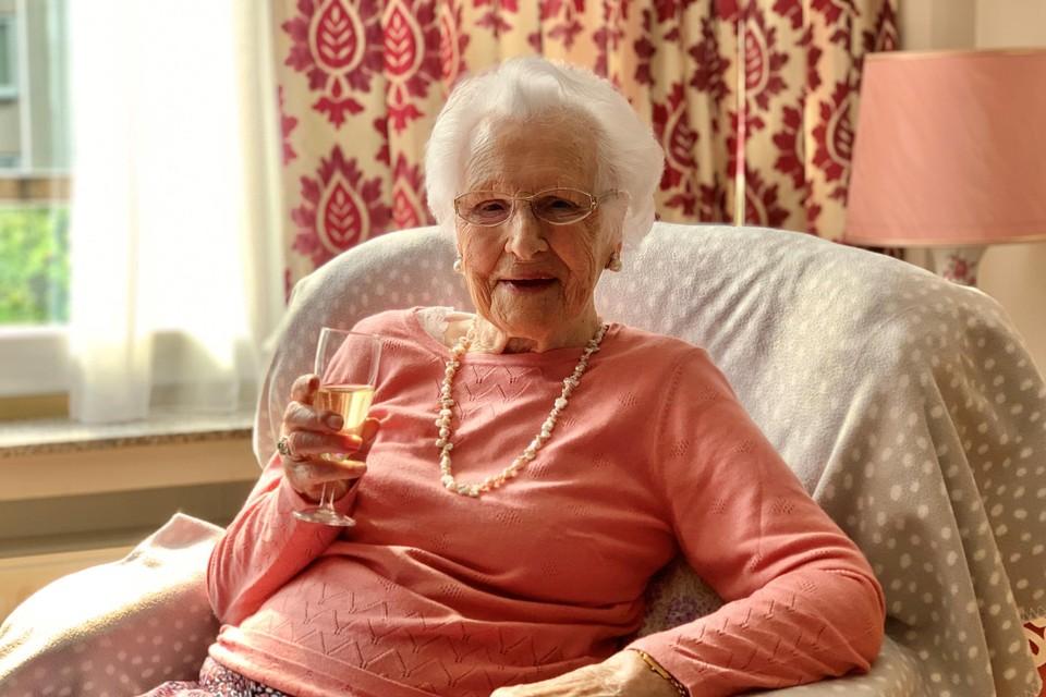 Maria Solie klinkt op haar 100ste verjaardag.