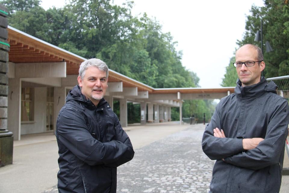Woordvoerder Koen Es en Administrateur Generaal Steven Dessein van de Plantentuin bij de nieuwe hoofdingang, die op 1 juli opent.