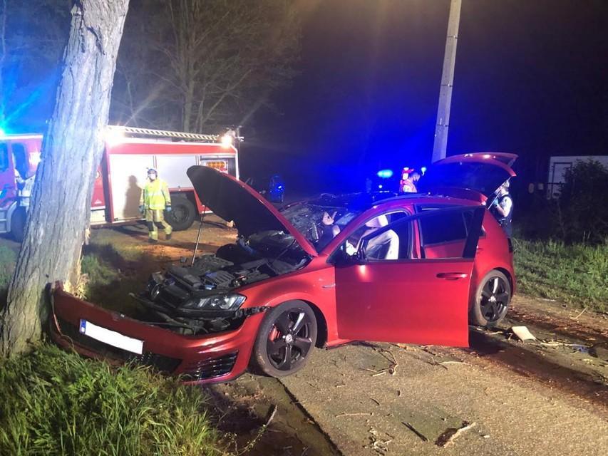 De auto van bestuurder Ruben B. botste op 10 mei tegen een boom naast de weg.