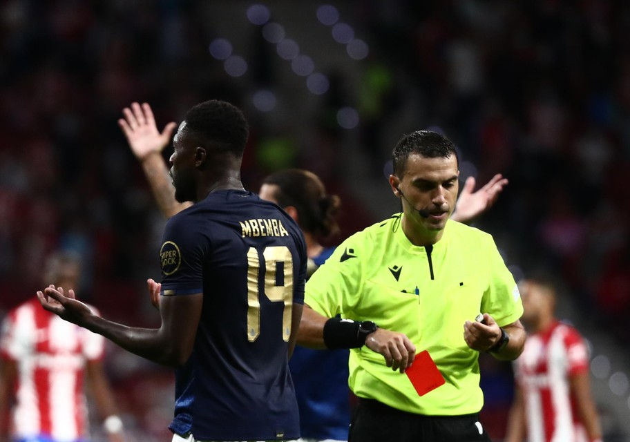 Ex-Anderlechtspeler Chancel Mbemba pakte rood.