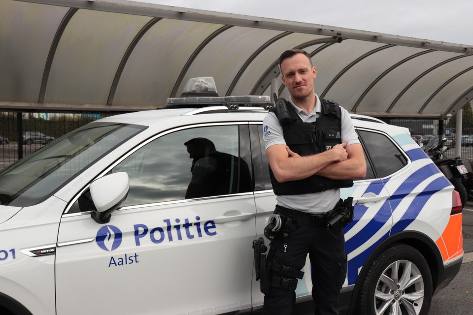 De Aalstere politieman K.D.H. twijfelde niet om de drenkeling te helpen.
