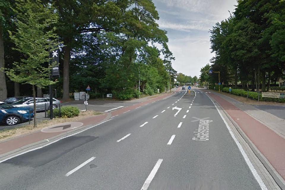 Het bizarre ongeval gebeurde op de Gistelsteenweg, ter hoogte van de Nieuwenhovedreef.