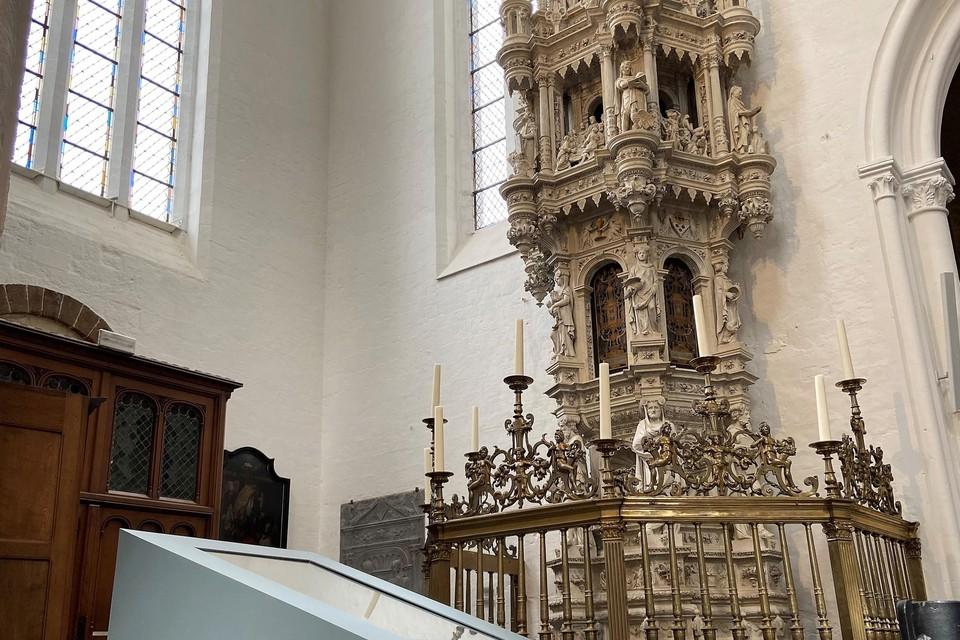 De Sacramentstoren is een topstuk van de Sint-Leonarduskerk.