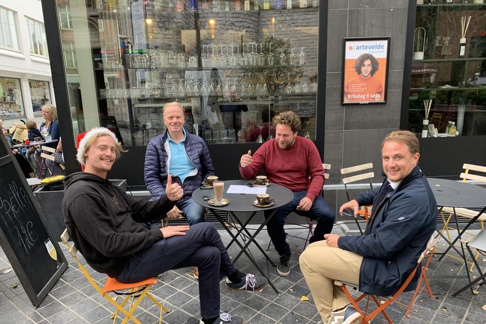 Joran Vanhoenacker, Marc Speybrouck, Matias Declercq en Brecht François zetten hun schouders onder de vernieuwde kerstmarkt.