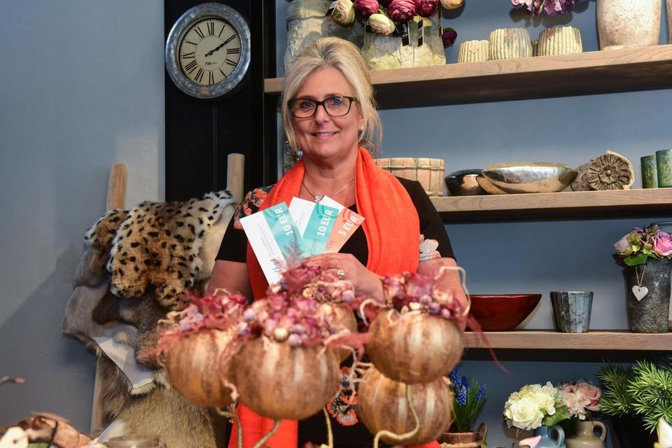 Ook bij Annemie Proost van bloemenzaak Altijd Lente in Beerse kwamen klanten met waardebonnen van Check Lokaal betalen.