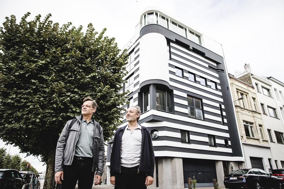 ArchitectPatrick Verhamme en Stefan Van Eijndhoven die de gevel restaureerde.
