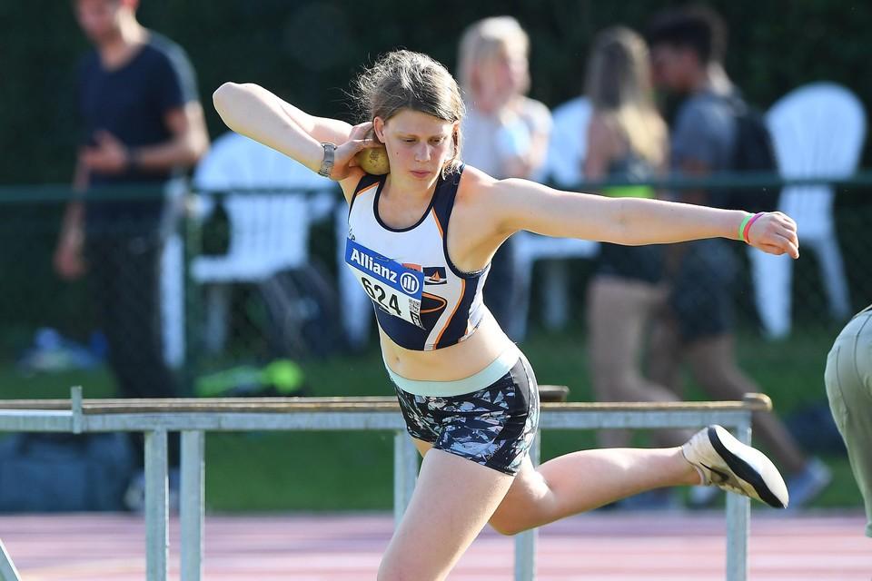 Sennah Vanhoeijen kon haar persoonlijk record in het kogelstoten naar 12,41 meter brengen.