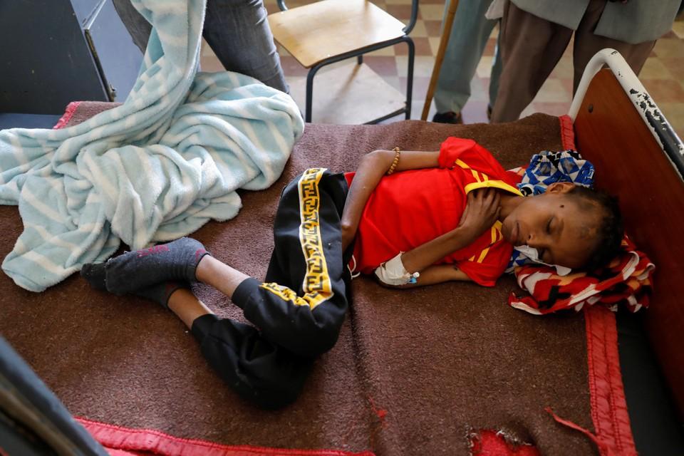 De veertien jaar oude Adan Muez  ligt in het ziekenhuis in de regio van Tigray