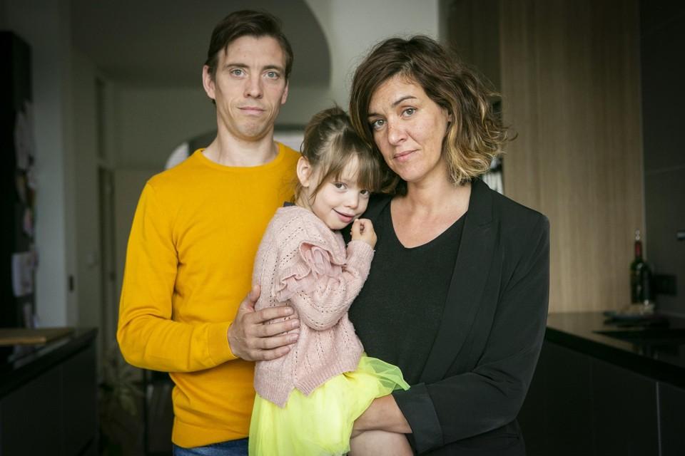 Axelle met mama Samira en papa Maarten.