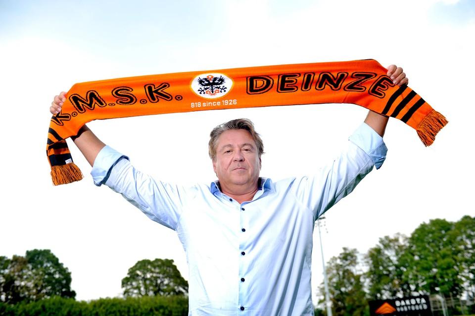 Voetbalvoorzitter Denijs Van De Weghe kondigde donderdag twee belangrijke transfers aan in het programma 'Rad van Fortuin'.