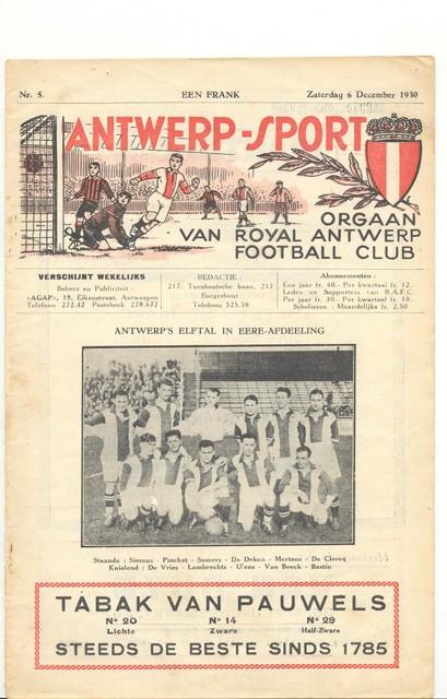 Een van de eerste edities van de 'Antwerp Supporter' uit 1930, met de kampioenenploeg van een jaar eerder.