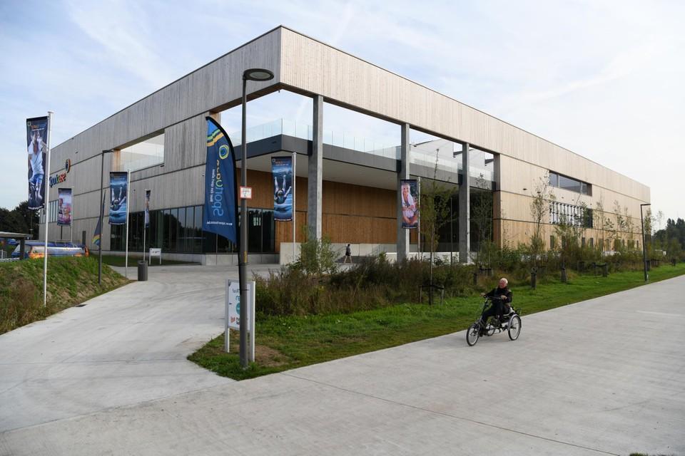 Het sportcomplex Sportoase Groot Schijn langs de buitenkant.