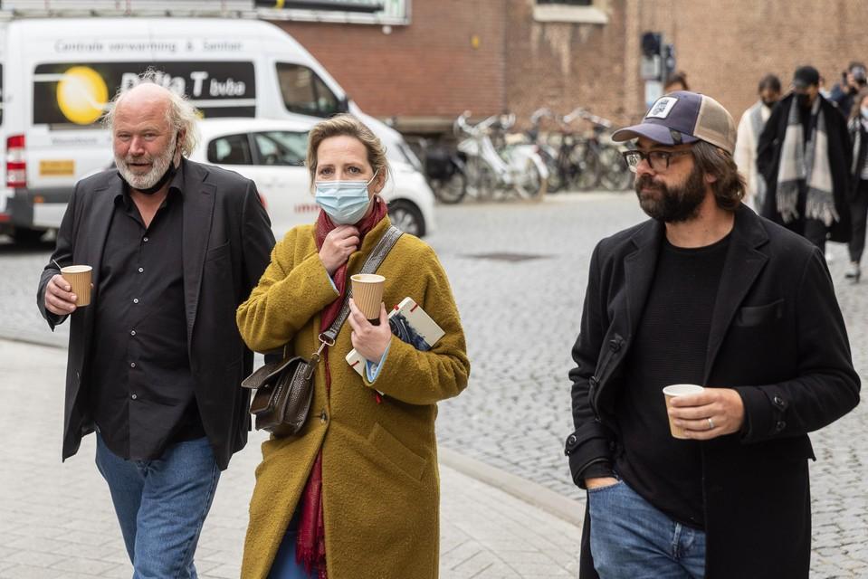 Maaike Cafmeyer (centraal) met echtgenoot Frans Grapperhaus (links)