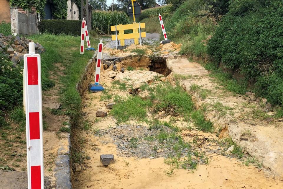 De Morrenweg is al twee maanden niet volledig bereikbaar door het zinkgat.