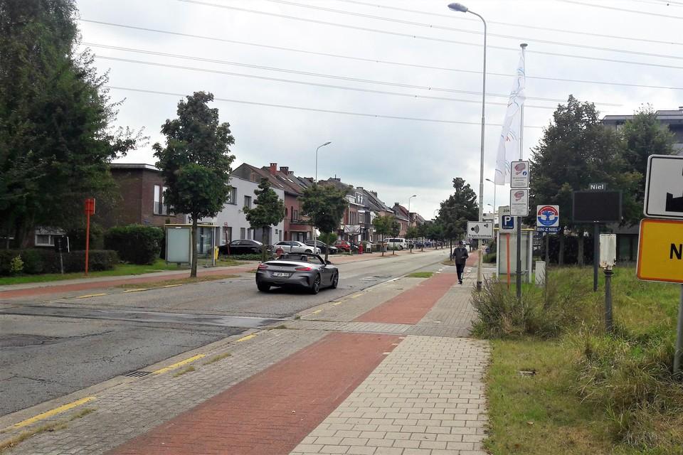 Op dit gedeelte van de Antwerpsestraat in Niel aan de grens met Schelle is vanaf 29 september enkele dagen geen gemotoriseerd verkeer mogelijk.