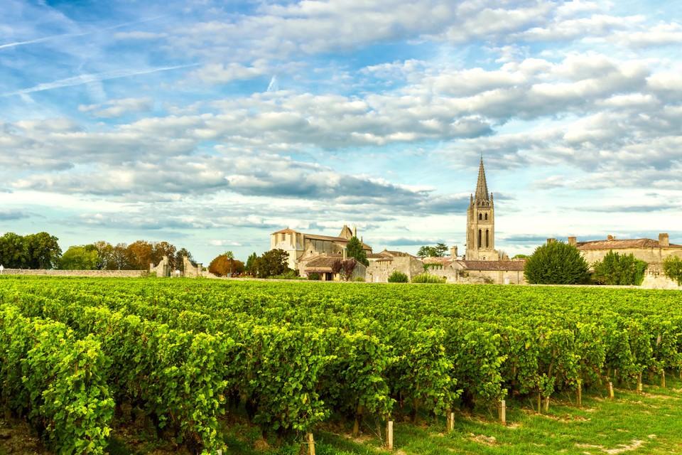 Het idyllische Saint-Emillion, in het hart van de Bordeaux-wijngaarden, staat dezer dagen in rep en roer.
