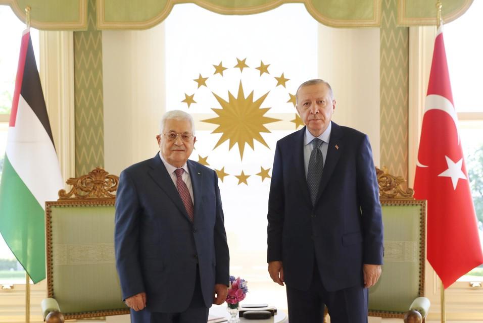 Erdogan (rechts) had zaterdag een ontmoeting met de president van de Palestijnse Autoriteit, Mahmoud Abbas (links).
