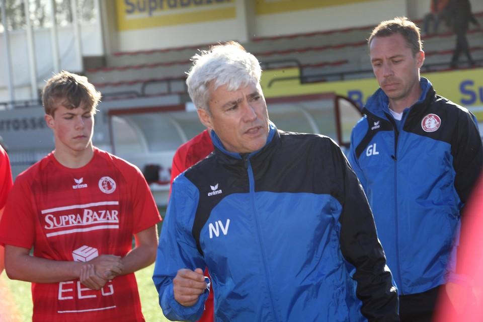 Gullegem-trainer Peter Devos is beroepshalve kinesist en geeft zijn spelers extra dagen vrij om blessures te vermijden.