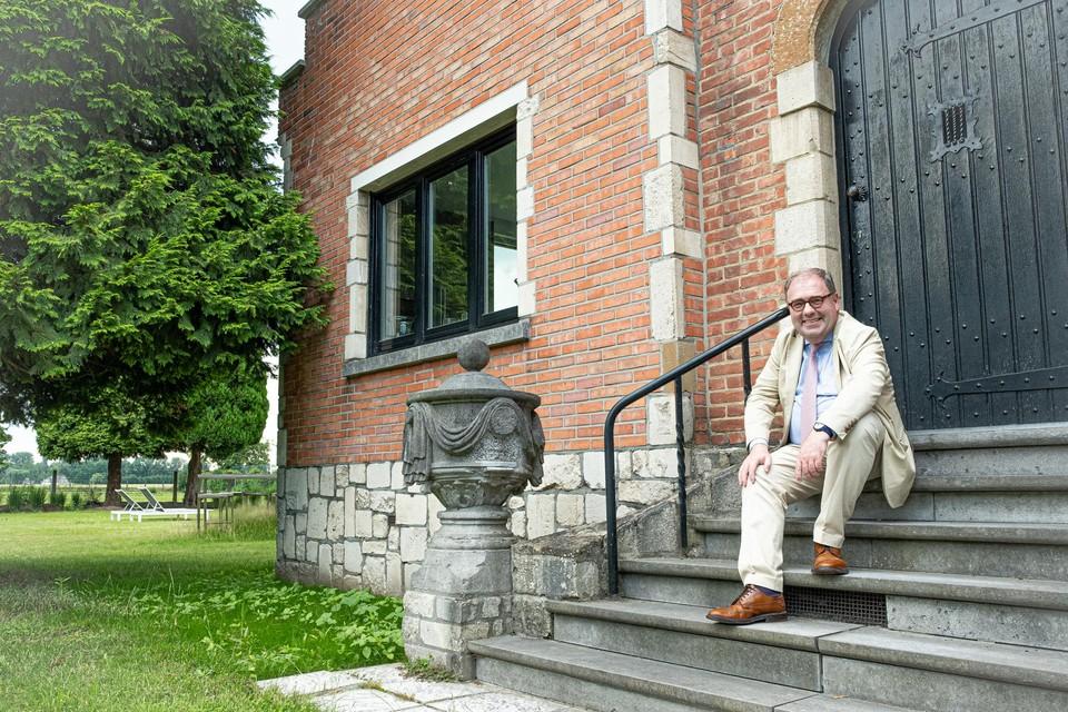 Christoph D'Haese woont in de conciërgewoning van het kasteel.