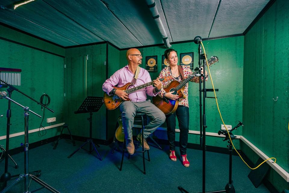 Fabienne en Bart volgden samen gitaarlessen.