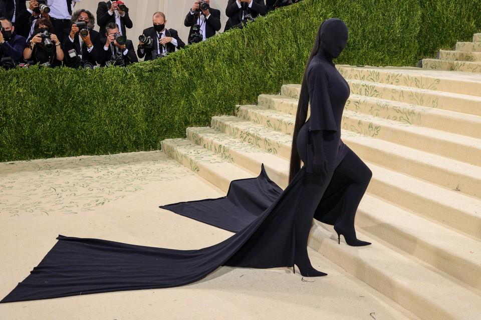 Socialite Kim Kardashian ging voor een bedekte look. Volgens verschillende media zou haar ex-man rapper Kanye West deze outfit voorgesteld hebben.