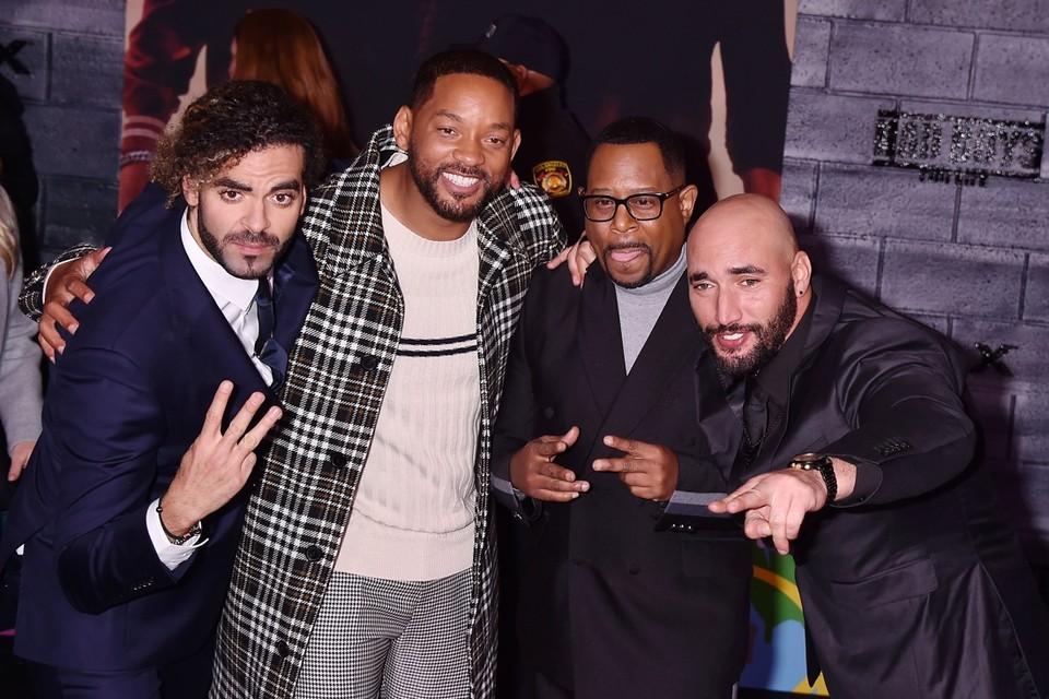 Adil El Arbi (links) en Bilall Fallah met tussen hen in de hoofdrolspelers uit Bad Boys for Life: Will Smith en Martin Lawrence.