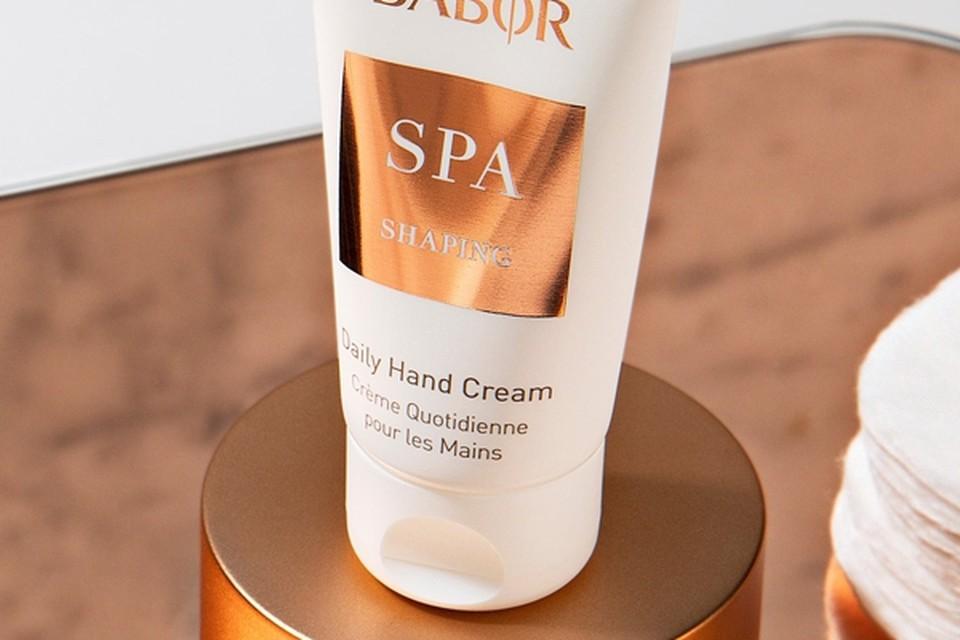 <P>Handcrème met -een natuurlijke UV-A bescherming - Babor - 12,50 euro. be.babor.com </P>