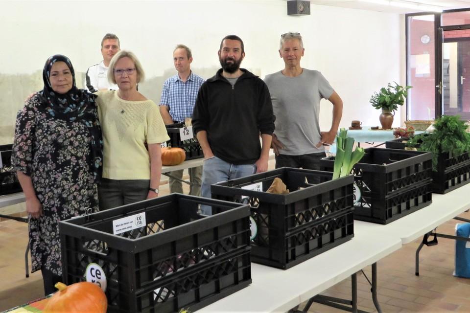 Annemie, Malika en enkele producenten leveren kwaliteit en service in het afhaalpunt.