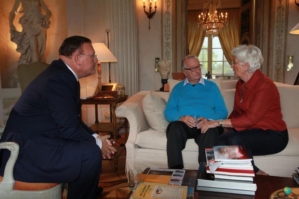 Koningin Paola bij het interview van koning Albert met RTL-TVi-presentator Pascal Vrebos.