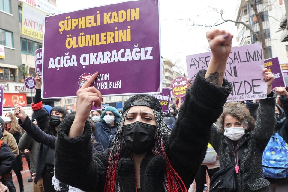 Honderden betogers trokken de straten op tegen de beslissing van Erdogan.