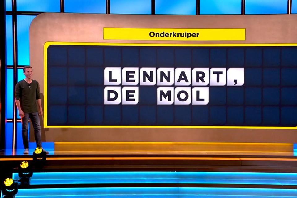 Lennart 'de mol' Driesen keert even terug naar tv als letterzetter in . Hij brengt bovendien een gek verhaal mee.