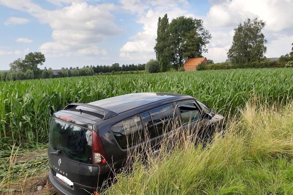 Filip Defour werd onwel en reed met zijn auto aan de overkant van de weg in een maïsveld.