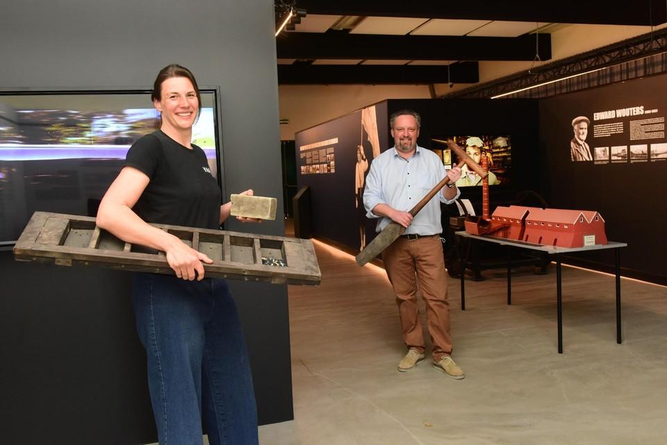 Cultuurbeleidscoördinator Elle Verwaest en schepen Stefan Poortmans in het nieuwe museum Transfo 2340 in Beerse.