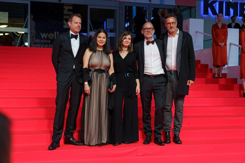 De makers van de openingsfilm 'La Civil' met de Gents-Roemeense regisseur Teodora Ana Mihai (midden).