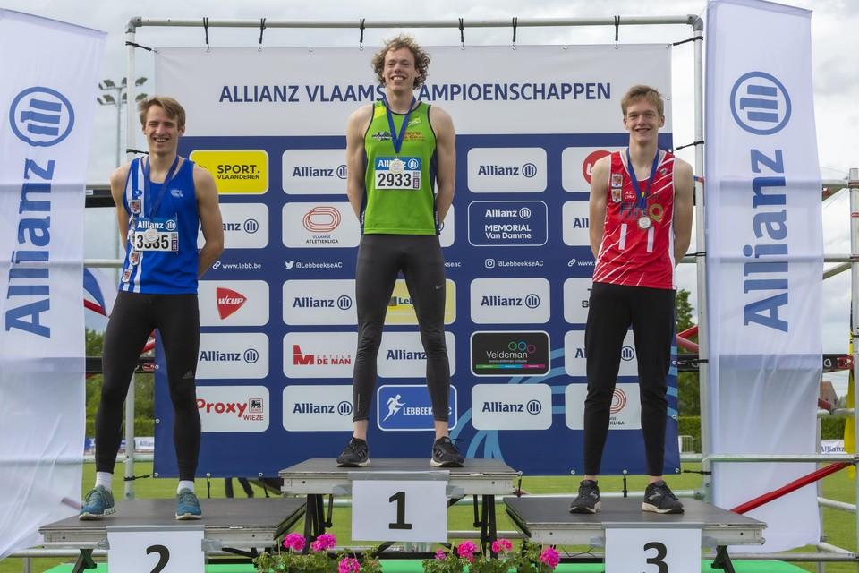 Giebe Algoet op het hoogste schavotje op de Vlaamse kampioenschappen in Lebbeke.