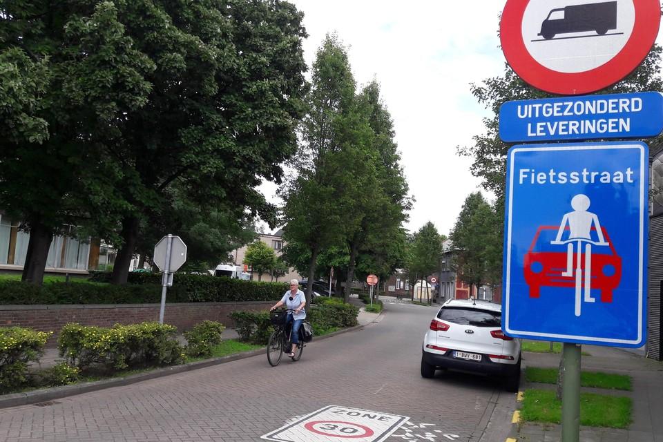 Het begin van de zone in de Peperstraat, op de hoek met de Fabiolalaan.