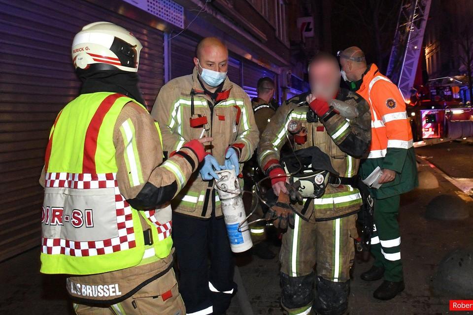 Bij de brand raakten ook enkele brandweermannen gewond.