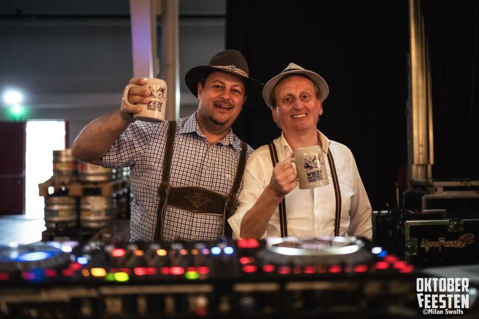 Radiomaker Tom Callebaut en dj Chris Barrow.