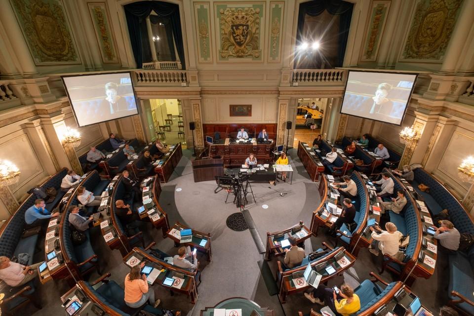 De Antwerpse gemeenteraad boog zich over het skateverbod op de Scheldekaaien. Het was een hybride zitting met raadsleden in de zaal en thuis.
