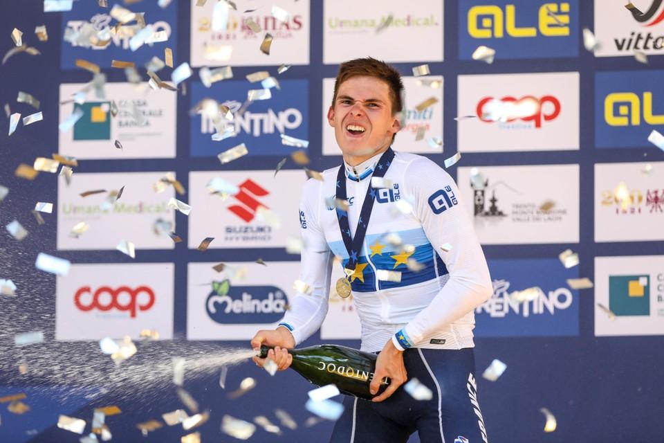 Romain Grégoire (18) won de wegwedstrijd van het EK in Trento.
